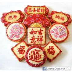 Different look to wet on wet flowers. Lovely dimension to brush embroidery. Cupcakes, Cupcake Cookies, Sugar Cookies, Chinese New Year Cookies, New Years Cookies, Sugar Cookie Royal Icing, Cookie Icing, Galletas Cookies, Cute Cookies