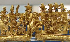 Crown of gold leaves and rosettes, used for banquet or funerary purposes; Ancient Rome,250-200 B.C.