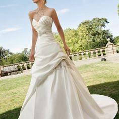 Vestido de la colección actual de Bridenformal, esta en excelente estado y hermoso! Lo encuentran en la pagina de la colección 2013 http://www.bridenformal.com/2013_Movil/ronald/modelo30.html $8,000