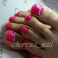 Pink-Rhinestone Tie NailArt