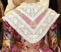 Bohemian Rug, Quilts, Vestidos, Vintage Wardrobe, Traditional Clothes, Saddle Pads, Petticoats, Aprons, Lace