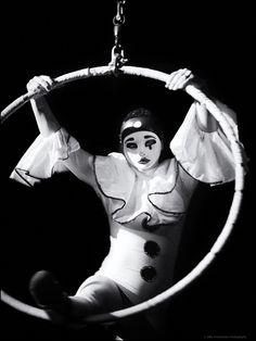 The Night Circus Cirque Vintage, Vintage Circus, Le Clown, Circus Clown, Anime Circus, Black N White Images, Black White, Pierrot Clown, Dark Circus