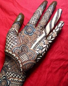 From weddings to engagements, from festivals to parties, here are 101 latest mehendi designs for 2019 for all occasions. Discover some chic new mehndi trends! Indian Henna Designs, Latest Bridal Mehndi Designs, Mehndi Designs For Girls, Unique Mehndi Designs, Wedding Mehndi Designs, Beautiful Mehndi Design, Dulhan Mehndi Designs, Mehandi Designs, Heena Design