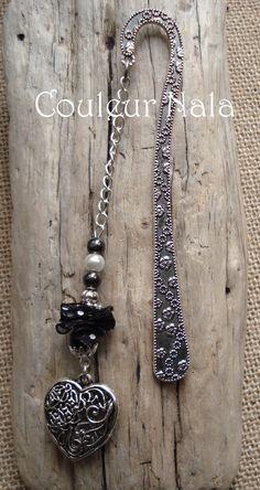 """Marque pages bijoux de 12cm, métal argenté, ruban d'organza, coeur """"dentelle"""" en métal argenté, perles hématite, bois : Marque-pages par couleur-nala"""