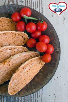 Ricetta #Pane al pomodoro con #pastamadre @dolcizie (http://www.cirio.it/ricette/ricette-con-pomodori/concentrato-di-pomodoro/pane-al-pomodoro) #cirio #passionefoodblogger #pomodoro #pomodori #tomato #PullUpAChair