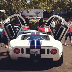 Unique gull wing Ford GT!