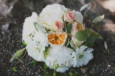 whites, peach and pink bouquet