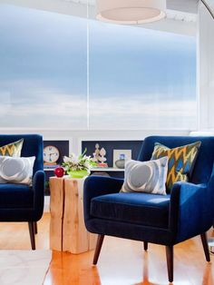 Classic color meets midcentury edge with these 1960s-inspired chairs upholstered with navy blue velvet. Design by Shirry Dolgin