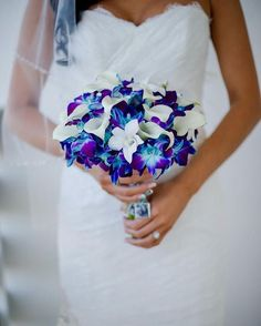 Mix calla lilies with blue and purple dendrobium orchids! || Photography: Palm Beach Photography
