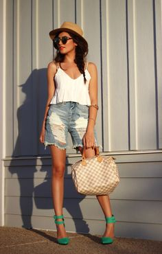 Ripped Shorts and Green Heels - Sazan Green Shoes Outfit, My Outfit, Green Pumps, Ripped Shorts, Heels Outfits, Short Jeans, Distressed Denim Shorts, Spring Outfits, Summer Time