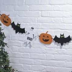 Halloween Spooky Party Bunting - Real Time - Diet, Exercise, Fitness, Finance You for Healthy articles ideas Halloween Art Projects, Halloween Crafts For Kids, Happy Halloween, Halloween Party, Halloween 2020, Halloween Bunting, Halloween Decorations For Kids, Halloween Graveyard, Halloween Pumpkins
