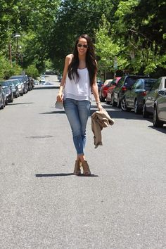 Jasmin daily : THESE SHOES