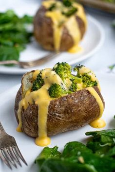 Easy to make Broccoli Cheese Baked Potatoes make a delicious and easy meatless meal your family will love. Super easy to prep these baked potatoes with roasted broccoli and a quick 10 minute cheese sauce topping is a dinner you will be making regularly! Crockpot Carnitas Recipes, Pork Carnitas Recipe, Pork Recipes, Mexican Food Recipes, Crockpot Dishes, Mexican Dishes, Candy Recipes, Lunch Recipes, Yummy Recipes