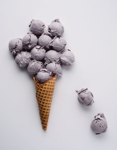 Here's How to Make Salt & Straw's Famous Honey Lavender Ice Cream at Home cream recipes Here's How to Make Salt & Straw's Famous Honey Lavender Ice Cream at Home — Brit + Co Ice Cream Base, Ice Cream At Home, Make Ice Cream, Cream And Sugar, Homemade Ice Cream, Summer Ice Cream, Cream Cream, Homemade Food, Lavender Syrup