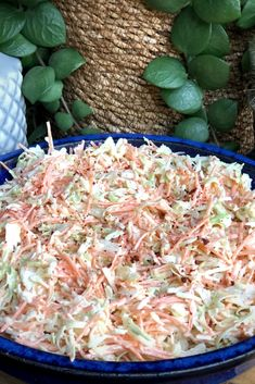 coleslaw maken: super simpel recept - Familie over de kook - Veggie Recipes, Salad Recipes, Vegetarian Recipes, Cooking Recipes, Healthy Recipes, Soft Tortilla, Vegan Diner, No Cook Meals, Fresco
