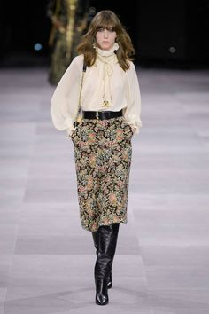 See all the Collection photos from Celine Spring/Summer 2020 Ready-To-Wear now on British Vogue Vogue Fashion, Fashion 2020, Runway Fashion, Spring Fashion, Winter Fashion, Fashion Show, Fashion Trends, Celine, Skirt Fashion