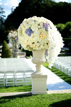 oversized aisle flower arrangement by Tantawan Bloom