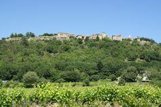 Cornillon, village pittoresque gardois, niché sur une colline, est traversé par la Cèze Le Gard, Pont Du Gard, Beaux Villages, Finding Peace, Small Towns, Life Is Beautiful, Provence, Vineyard, France