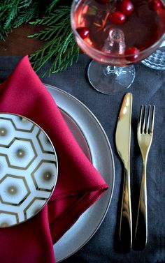 The Holiday Table Setting in 20 Minutes   Does the work week have you exhausted and the idea of hosting a dinner party seem daunting?  I worked with Wayfair to bring you this Holiday Table Setting in 20 Minutes.  You can easily create the table setting of your dreams in 20 minutes!  Check out the blog for the free printable.   http://aplentifullife.ca/20-minute-table-setting/