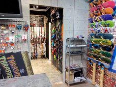 Visita nuestra nueva zona skate/scooter/longboard Avda. Rep. Argentina, nº37 Gandía Valencía www.mondubershop.com