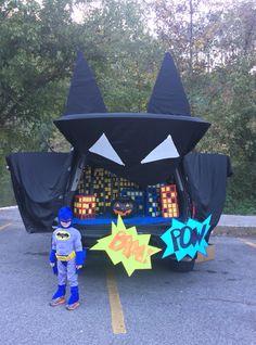 Batman Trunk or Treat Batman Decoration Ideas for Batman Decoration # Halloween Kid Games, Family Halloween Costumes, Halloween 2017, Holidays Halloween, Halloween Treats, Happy Halloween, Halloween Decorations, Halloween Party, Fashion Kids