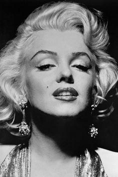 43 Most Glamorous Photos of Marilyn Monroe - Marilyn Monroe's Most Glamorous . - 43 Most Glamorous Photos of Marilyn Monroe – Marilyn Monroe's Most Glamorous Moments – Maril - Marilyn Monroe Bild, Marilyn Monroe Cuadros, Marilyn Monroe Wallpaper, Marilyn Monroe Poster, Marilyn Monroe Portrait, Marilyn Monroe Tattoo, Marilyn Monroe Painting, Celebrity Portraits, Celebrity Photos
