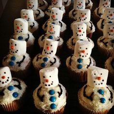 How  cute are these snowman cupcakes! Would be fun to take to kids school party. Blog has some great ideas!
