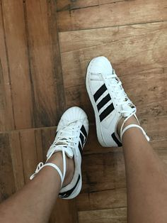 Adidas Superstar, Cheer, Adidas Sneakers, Hair Makeup, College, Poses, School, Fitness, Accessories