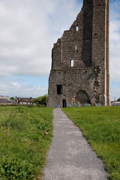 A part of the tall Yellow Steeple still stands at the castle at Trim.
