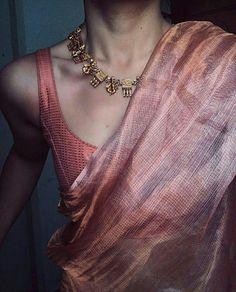 how to get a designer saree look with a simple saree 2 - Saree Styles Simple Sarees, Trendy Sarees, Stylish Sarees, Saree Blouse Patterns, Saree Blouse Designs, Vogue, Saree Jewellery, Silver Jewellery, Sari Dress