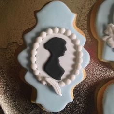 A Jane Austen Cookie, using L'aimable Jane  silhouette , pearls and a quill pen, and a Wedgwood colour scheme. Fabulously Floral Cakes Wedding Cakes Spalding Lincolnshire | A Jane Austen Birthday Cake
