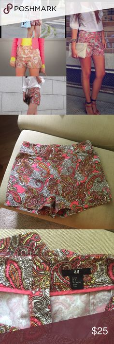 """H&M high waisted paisley shorts Blogger Fave  I love when people write """"high wasted.""""  You wear them however you want, girl! These are super sweet and I never wear them. Back zip, belt loops, stretch, mom rise. #lit (forgive me, my 14-year-old says that all the time) sz 8. 30"""" waist. 13"""" rise. 40"""" hip. 2"""" inseam. Notched on sides. 98 cotton 2 elastane. EUC. H&M Shorts"""