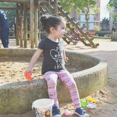 Hoje é sexta!!! Pode vir final de semana estamos esperando!! Bora aproveitar e brincar muito com os pequenos! Se o clima estiver bom rua aproveitar o parque!!! Mas se não estiver... que tal uma sessão de cinema com pipoca ir ao circo chamar os amiguinhos para brincarem na sua casa fazer muita comida boa junto com as crianças e muito mais.  #hojeésexta #finaldesemanaemfamilia #familia #maternidade #diadebrincar #brincadeiradecriança #momblogger #dicademãe #filhos #soumãe