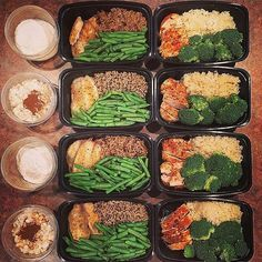 Meals are prepped for 4 full days for @sammyjo_macros_muscles! For breakfast she has instant grits with eggs & strawberries and sugar-free apple cinnamon oatmeal with protein powder apple and cashews; for lunch she has oven baked tilapia with a mix of brown rice wild rice & quinoa and green beans; prepared for dinner is oven baked chicken with jasmine rice and broccoli. - Healthy meals DEFINITELY dont need to be boring! Download @mealplanmagic to help you mix it up. - ALL-IN-ONE TOOL…