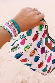 Trendy Women's Purses : Our Pineapple Clutch + Stack of Pura Vida Bracelets Use the code to get off Diy Accessoires, Beach Essentials, Pura Vida Bracelets, Inspiration Mode, Summer Bags, Tan Lines, Cosmetic Bag, Purses And Bags, Fashion Accessories