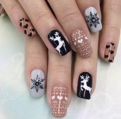 31 Elegant Nails For 2019 Christmas – Nails art Holiday Nail Art, Christmas Nail Art Designs, Fall Nail Designs, Cute Christmas Nails, Xmas Nails, Christmas Holiday, Holiday Ideas, Natural Christmas, Fall Nails