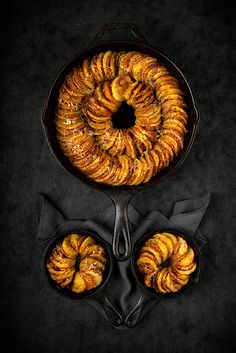 Sliced potatoes and sweet potatoes baked in a cast iron skillet Hasselback Sweet Potatoes, Sliced Potatoes, Baked Potatoes, Types Of Potatoes, Best Food Photography, Sweet Potato Slices, Cast Iron Skillet, Side Dishes, It Cast