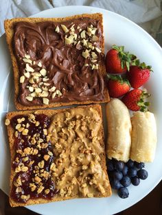 The perfect energy boosting breakfast idea! Chocolate cashew butter, peanut butter, and raspberry jam spread on toasted whole wheat bread. Topped with honey nut crunch granola, fresh berries and a banana! Think Food, I Love Food, Good Food, Yummy Food, Tasty, Snack Recipes, Dessert Recipes, Keto Recipes, Cooking Recipes
