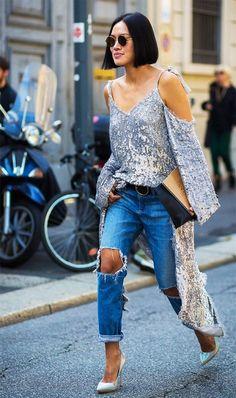 E que tal o vestido de paetês como blusa e jeans?