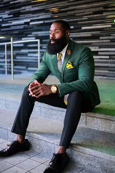 Perfumes make men feel elegant and suave. They lend men an air of sophistication and make them look erudite and genuine. Orange Tie, Yellow Ties, Mens Fashion Suits, Mens Suits, Men's Fashion, Fashion Boots, Black Men Beards, Men Photoshoot, Fitness Photoshoot