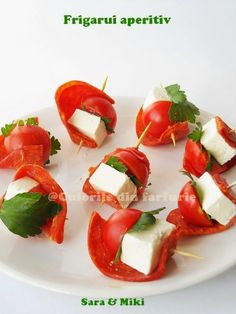 salami and cheese appetizers Ingredients: Sliced salami as dry Skewer Appetizers, Finger Food Appetizers, Yummy Appetizers, Finger Foods, Appetizer Recipes, Snack Recipes, Party Recipes, Tapas, Veggie Skewers
