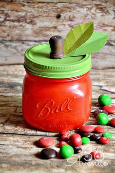 DIY Apple Jar Tutorial at the36thavenue.com Such a cute gift for teachers! #crafts