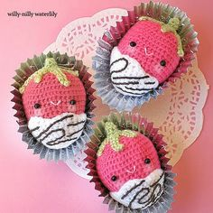 Strawberries dipped in chocolate #amigurumi by Willy-Nilly Waterlily