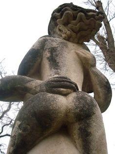 Flamme, étreinte et frisson.Le jardin des sculptures de la Dhuys.Chessy. Ile-de-France