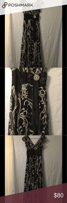 """Beautiful Tadashi formal 6 petite Love this flowy Tadashi formal dress. Black and white with gorgeous black bow accent. Size 6 petite. Measurements: shoulders 13 1/2"""", pits 15 1/2"""", length 56 1/2"""". Has some damage - four tear on the bottom hem as shown in photo. Tadashi Shoji Dresses Prom"""