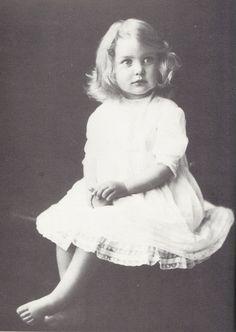 Unity Mitford was een lid van een Britse adellijke familie, aanhanger van het nationaalsocialisme en vriendin van Adolf Hitler. In 1936 trad ze toe tot de intieme kring van Adolf Hitler, waar ze tot 1941 toe behoorde.