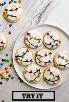 Easy Christmas Cookie Decorating Ideas to Make Your Holidays Merry and Bright These Christmas sugar cookies make the best Christmas dessert! Try every one of these Christmas cookie decorating ideas this December. Easy Christmas Cookies Decorating, Best Christmas Desserts, Christmas Party Food, Christmas Sugar Cookies, Christmas Cooking, Holiday Cookies, Holiday Treats, Christmas Treats, Holiday Recipes