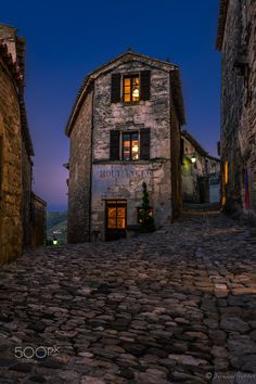 Boulanger by GttHard - Houses Photo Contest France, Sunset, Mansions, House Styles, Lacoste, Travel, Inspiration, Home, Decor