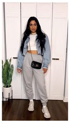 Maaria Deek @maarvelous GREY SWEATPANTS // LOUNGE WEAR #sweat #pants #outfit #cute How to make your loungwear look cool #styletips #outfit #fashion #tiktok #sweatpants Indie Outfits, Winter Fashion Outfits, Girly Outfits, Retro Outfits, Look Fashion, Fall Outfits, Grunge Fashion Winter, Trendy Teen Fashion, Vintage Outfits