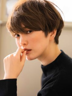 Feminine Pixie Cut with Asymmetrical Undercut - 20 Inspiring Pixie Undercut Hairstyles - The Trending Hairstyle Girl Haircuts, New Haircuts, Short Hair Cuts For Women, Girl Short Hair, Undercut Hairstyles, Cool Hairstyles, Mandy Moore Short Hair, Japanese Short Hair, Shot Hair Styles